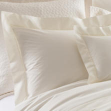 Lia Ivory Pillowsham