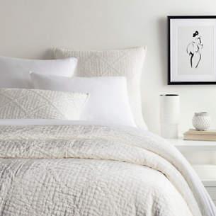 Parisienne Velvet Dove White Quilt