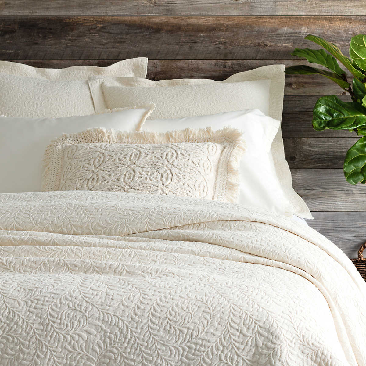 Scramble Ivory Matelass 233 Coverlet Pine Cone Hill