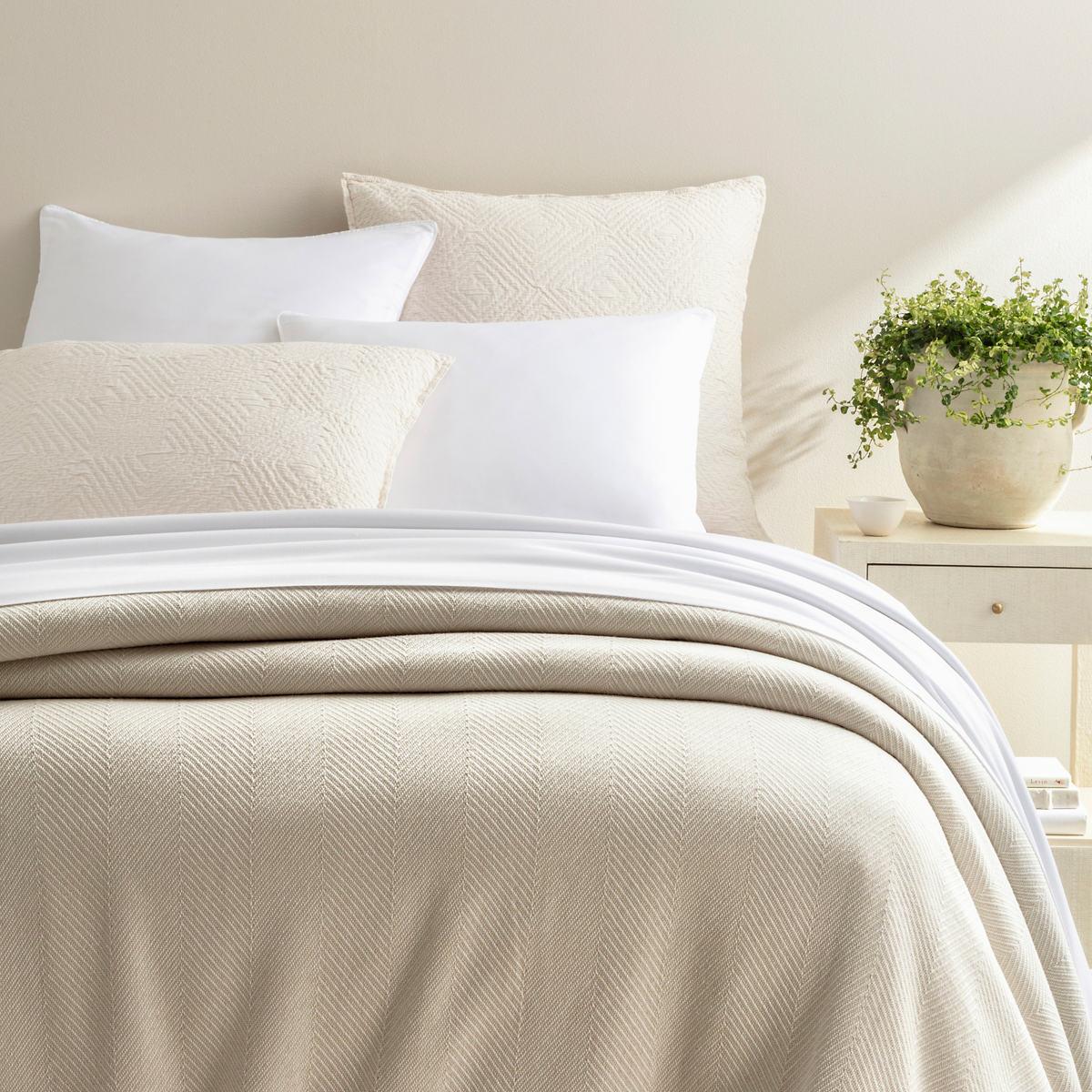 Herringbone White/Ivory Blanket