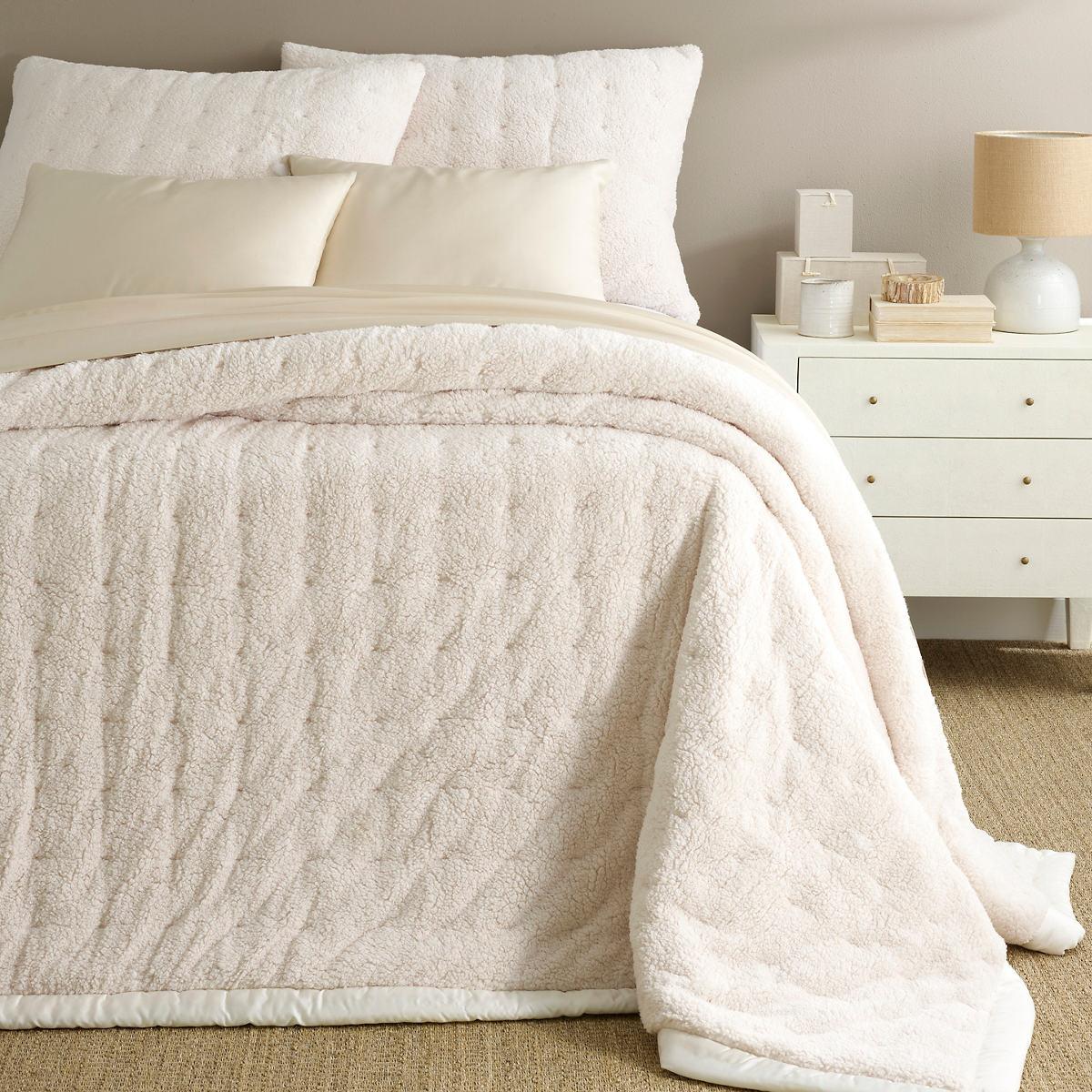 Marshmallow Fleece Ivory Puff