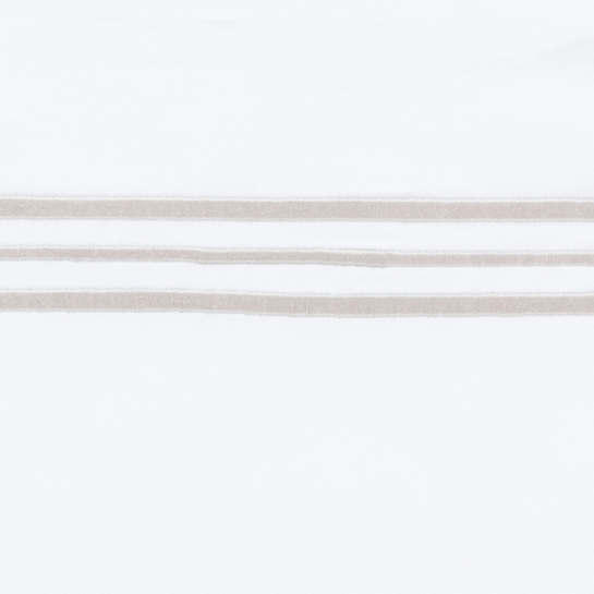 Trio Pearl Grey Swatch