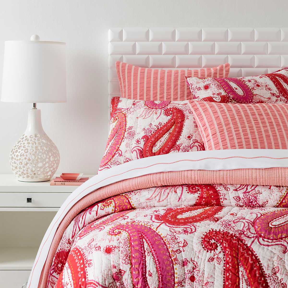 paisley colors quilt unique chic bedroom bedding nightlamps for and sidetable light with set gorgeous comforter elegant of quilts pillows comrforter